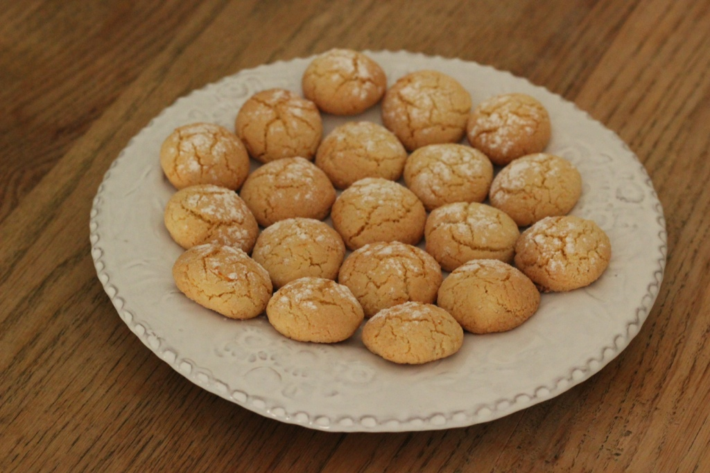 Moroccan Orange-scented Almond Macaroons | REAL SIMPLE FOOD